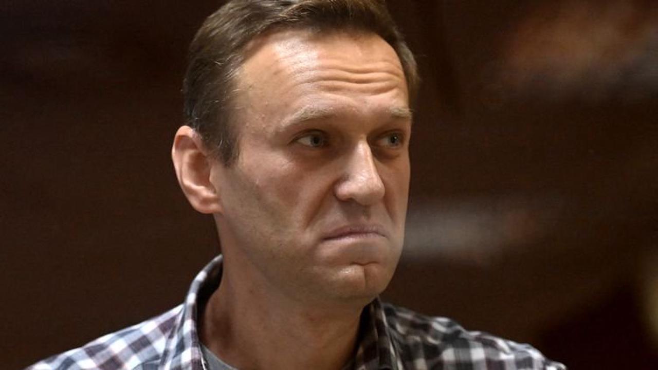 """Russie : l'opposant Alexeï Navalny accuse Apple et Google d'être """"complices"""" de Poutine"""