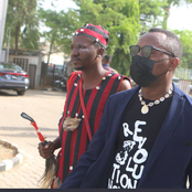See how people are reacting as Sowore arrived Abuja High court in company of a native doctor