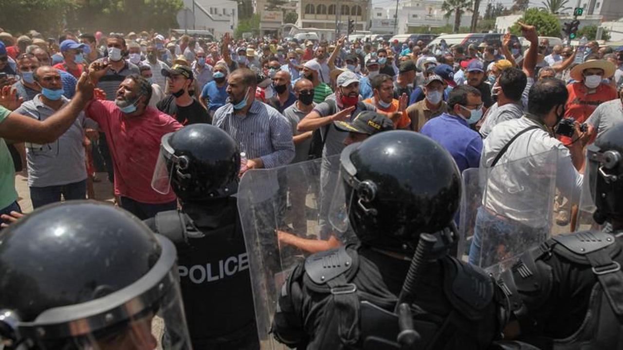 """Tunisie : Paris souhaite le retour """"dans les meilleurs délais"""" à un """"fonctionnement normal des institutions"""""""