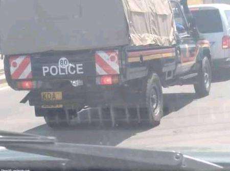 See This Police Land Cruiser Spotted On Kenyan Road Having A Private Number Plate.(Photo)
