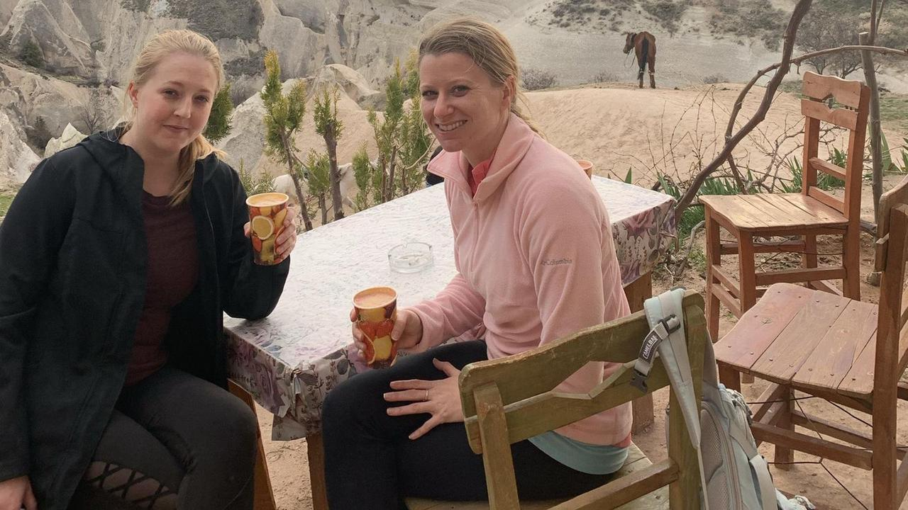 Frau lässt Freund sitzen und fährt mit seiner Affäre in den Urlaub