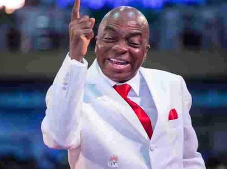 3 Things You Probably Did Not Notice Bishop Oyedepo Usually Do While Preaching