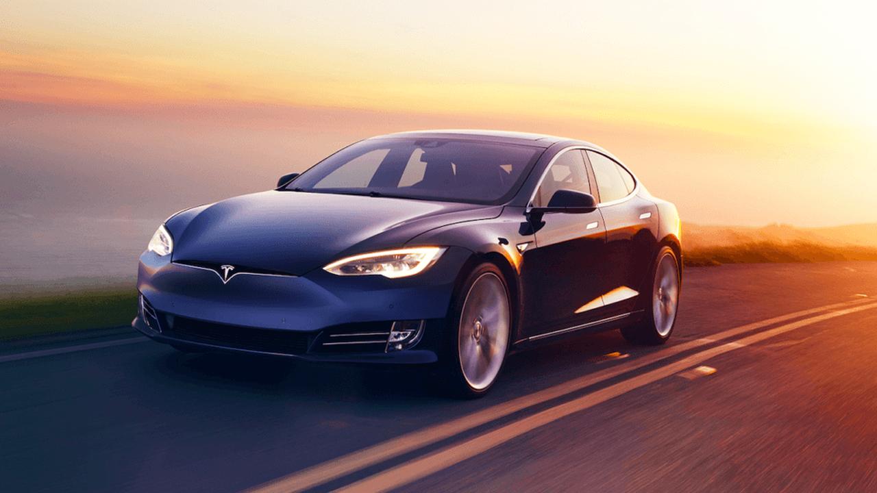 Elon Musk affirme qu'il avait pensé à vendre Tesla à Apple