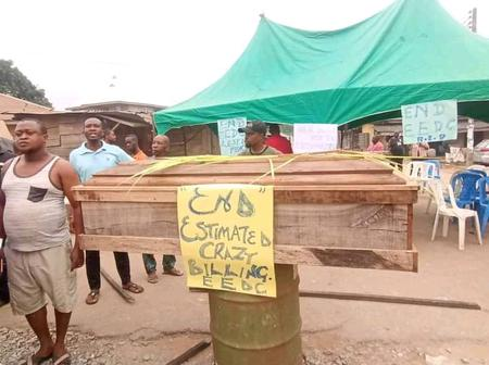 Abia State Community Use Coffins To Protest Against N35,000 EEDC Bills(Video)