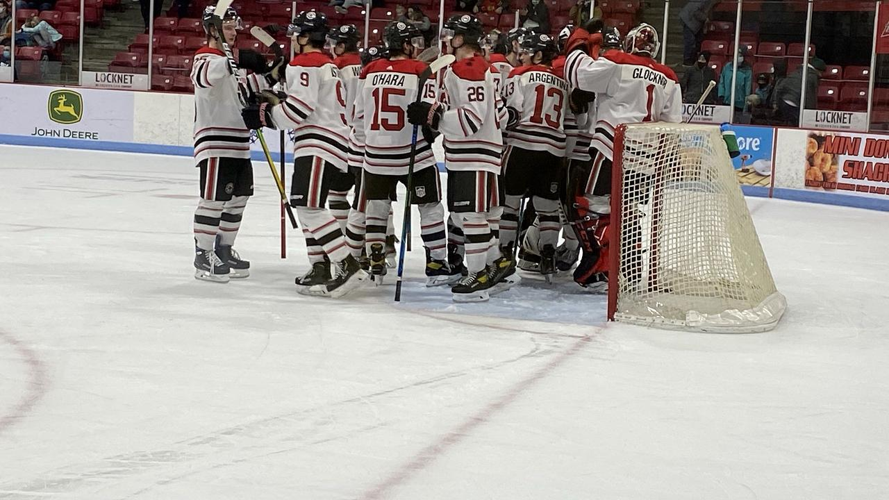 Black Hawks Extend Winning Streak to 3 On Monday Night