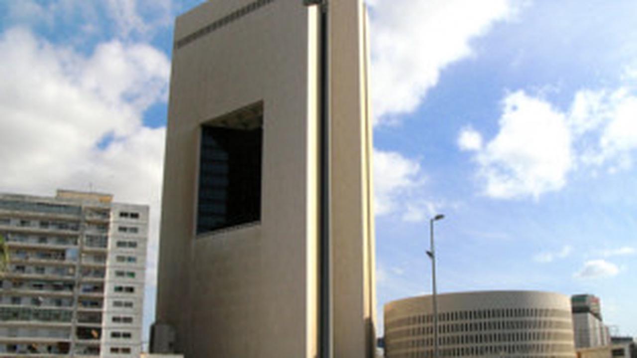 Saudi Arabia's top bank follows UAE lenders to dollar bond market