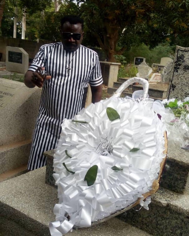 b75ff745e88038036665c7b46bbab8f1?quality=uhq&resize=720 - Koo Fori visits her late wife's grave yard to pay his tribute after 10-years of her demise (Photos)