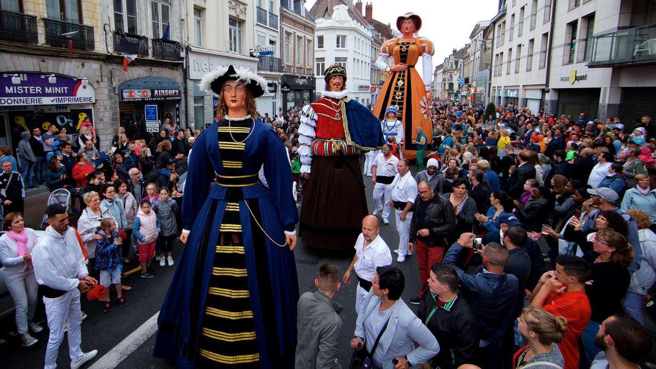«Un Gayant normal avec un grand défilé à travers la ville, il n'y en aura pas», annonce le maire de Douai