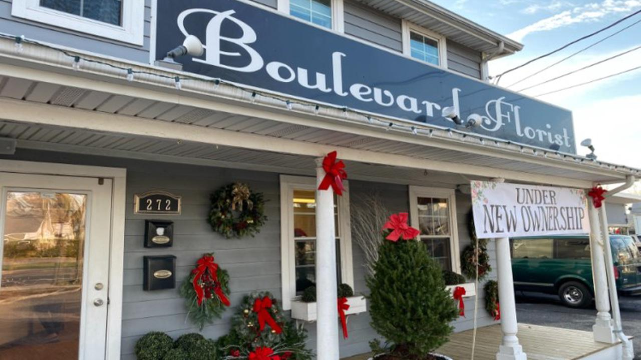 New Boulevard Florist owner in Center Moriches, 22, partners with mom