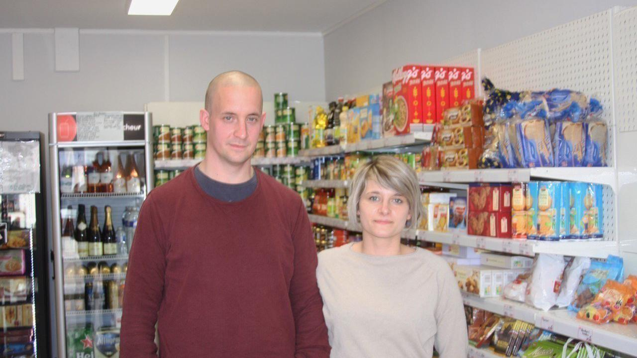 Cotentin : bien aidé par l'ancienne gérante de l'épicerie, ce jeune couple réalise son rêve