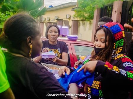 Photos Of Seyi Edun And Biola Adebayo Giving Food To Protesters In Ikeja, Lagos State