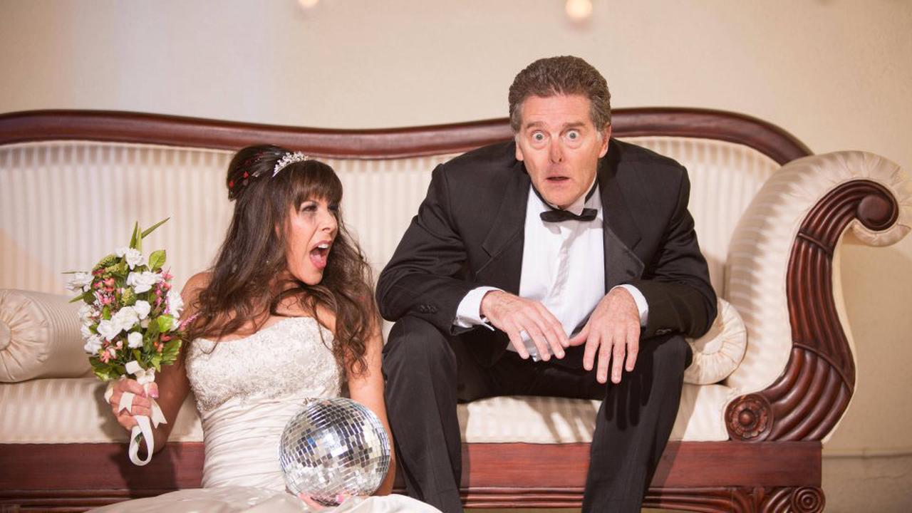 Hochzeit in Dortmund: Brautpaar steht zur Trauung bereit – plötzlich springt Bräutigam panisch auf