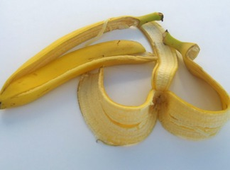 Before you throw the banana peel into the dustbin, read this article to know its benefit