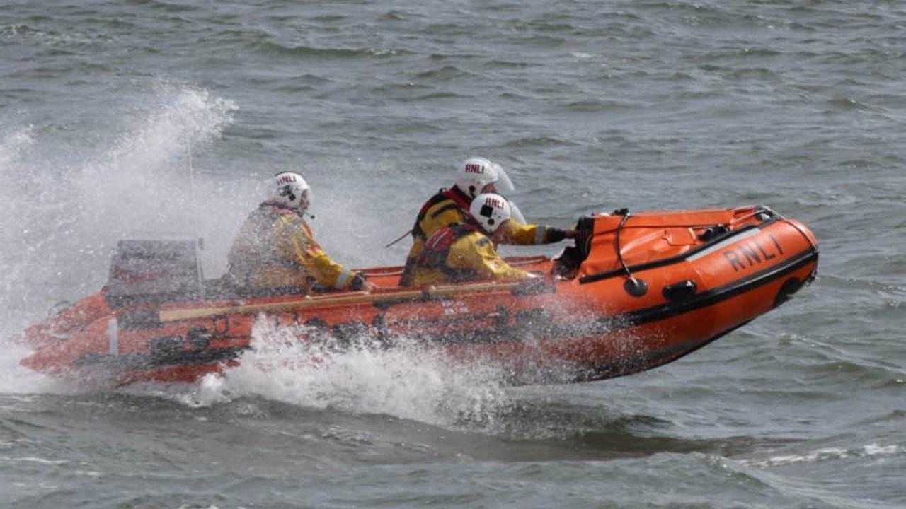 Barrow RNLI come to aid of broken down speedboat