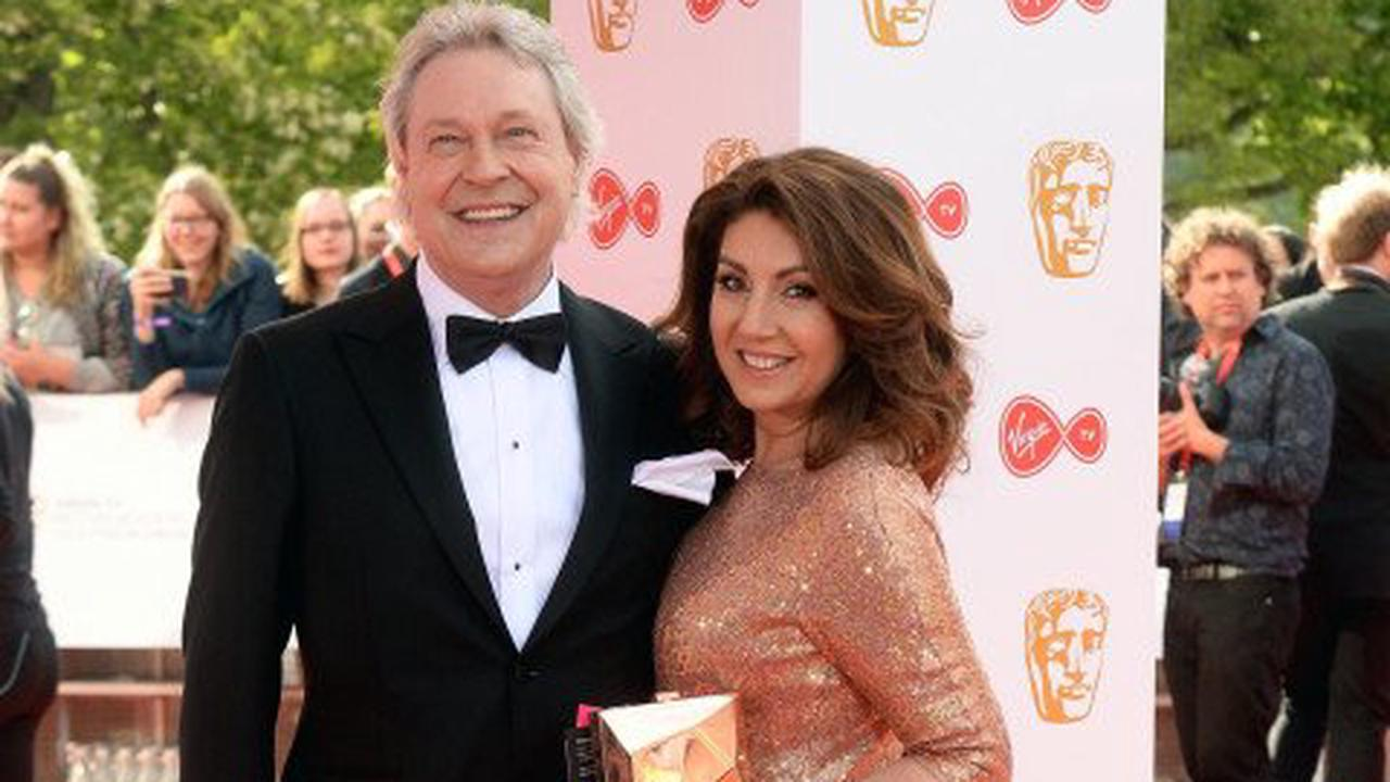 Jane McDonald urges people to donate to hospice following death of partner