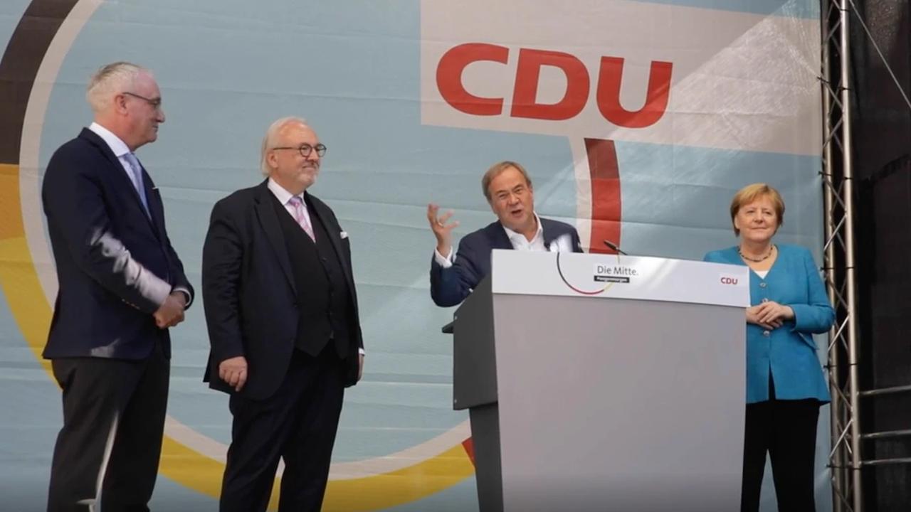 In seiner letzten Wahlkampfrede erinnert Laschet Scholz an einen alten Fehler