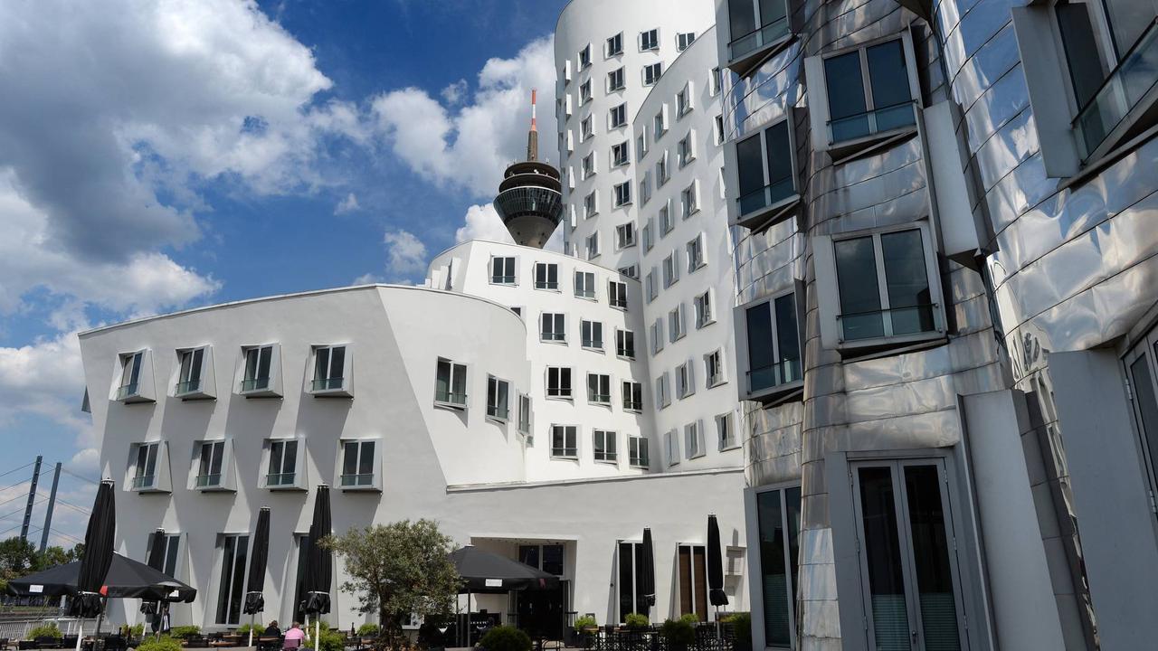 Corona-Pandemie: Düsseldorf führt 2G-Regel für städtische Veranstaltungen ein