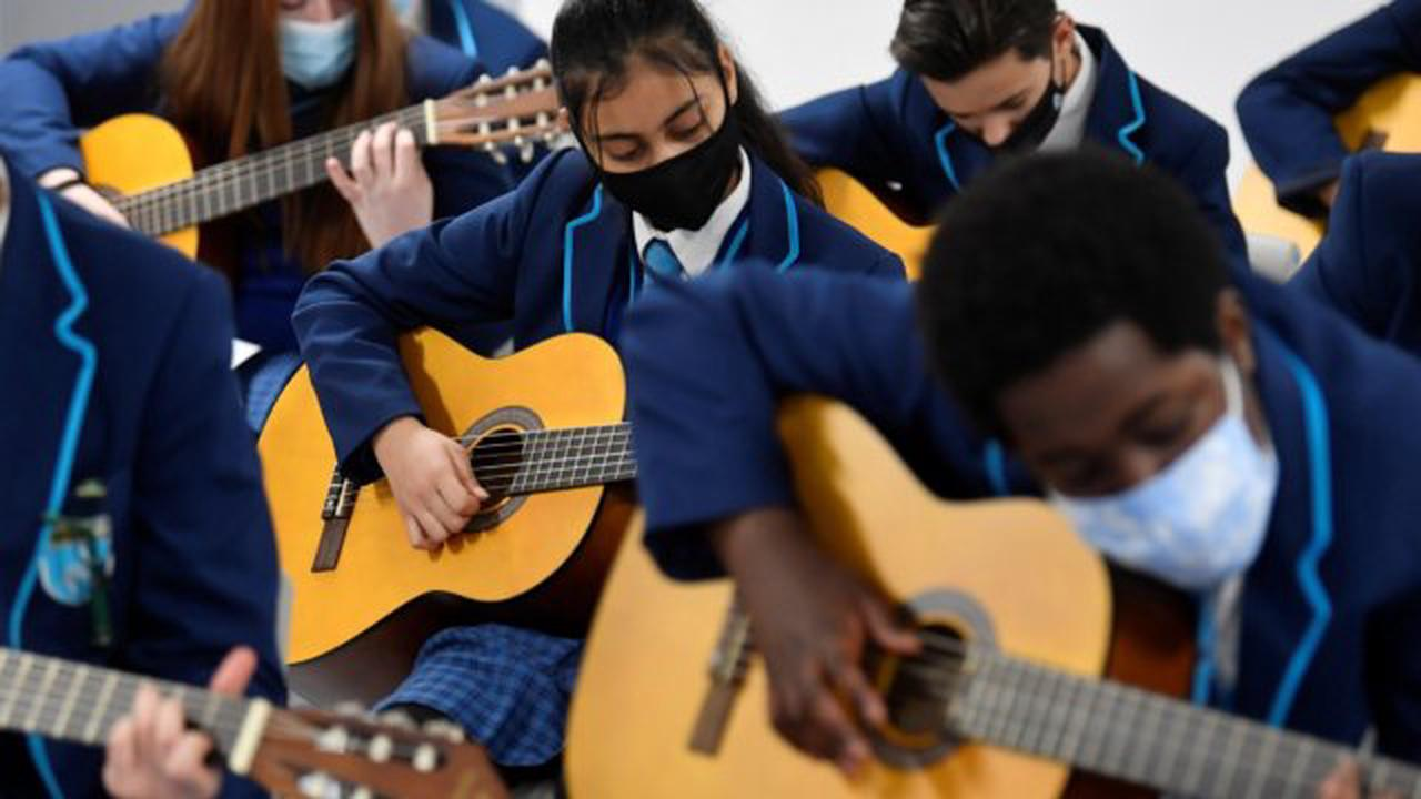 Masks in secondary school classrooms set to be dropped from 17 May, Gavin Williamson confirms