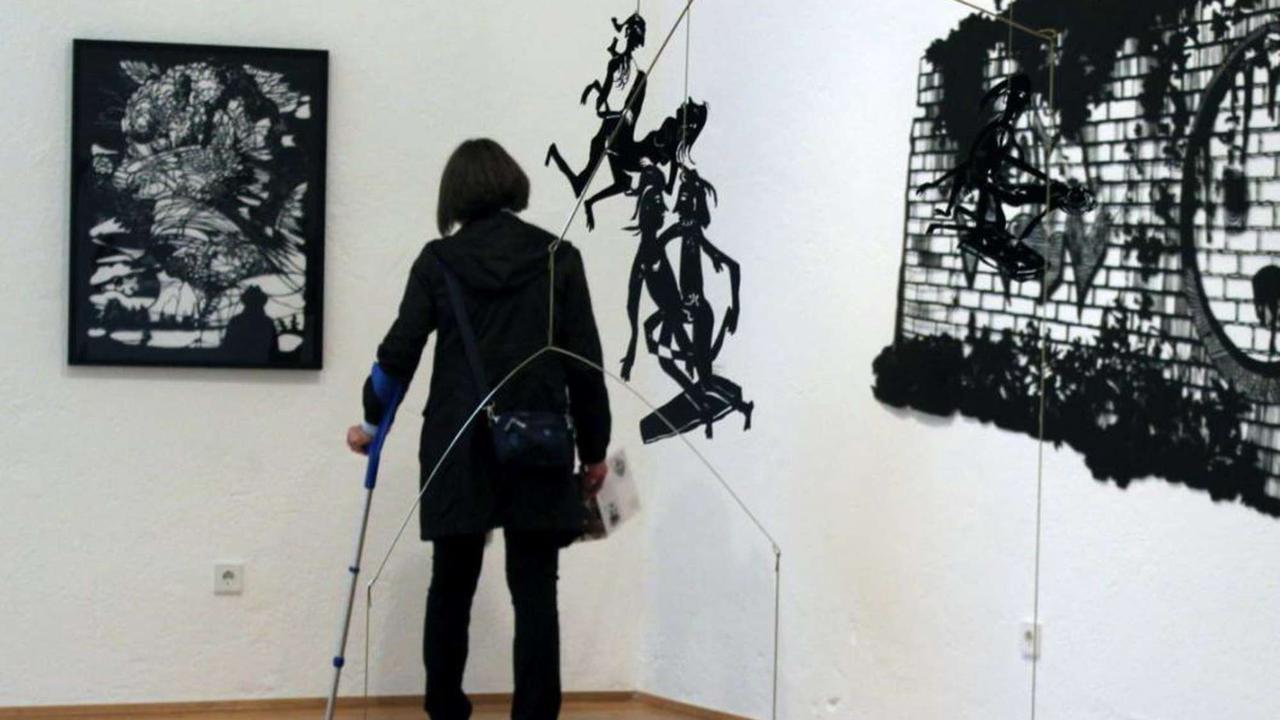 Kunstwerke aus Schere und Papier