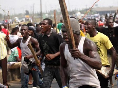 Angry Mob Beats Suspected Armed Robber to Death in Delta State.