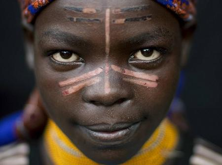 The tribe where women slice their faces with razor to look beautiful