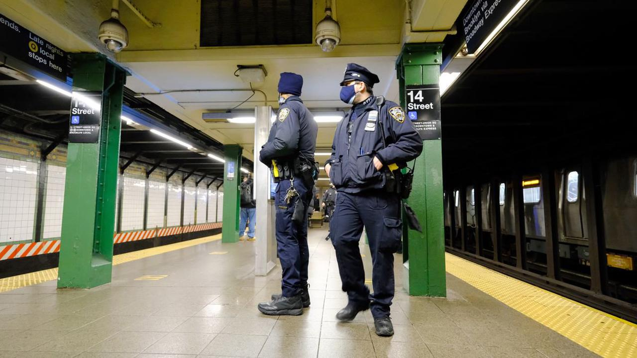 Man carrying unloaded rifle arrested in Times Square subway