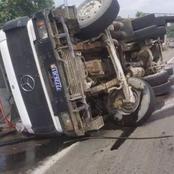 Un gros Camion de transport de Béton se renverse sur l'autoroute du Nord