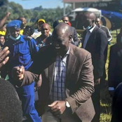 Police Officers Act Immediately To Save Ruto From Uncontrollable Crowd