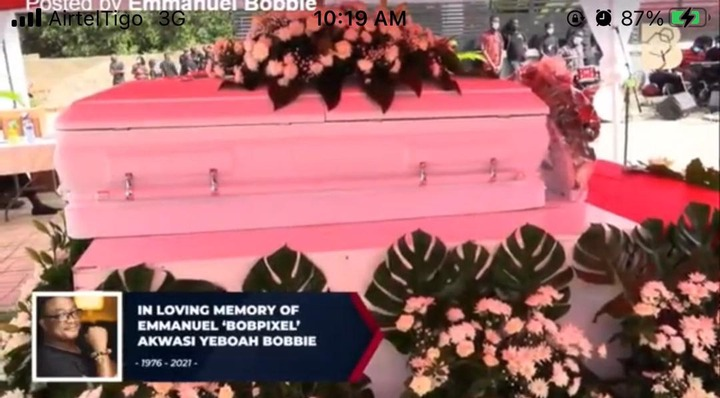 c25dfb7233834a108c7915e60f832eb5?quality=uhq&resize=720 - The Moment The Popular Dancing Pallbearers Carried The Coffin Of Bob Pixel For Burial With A Display