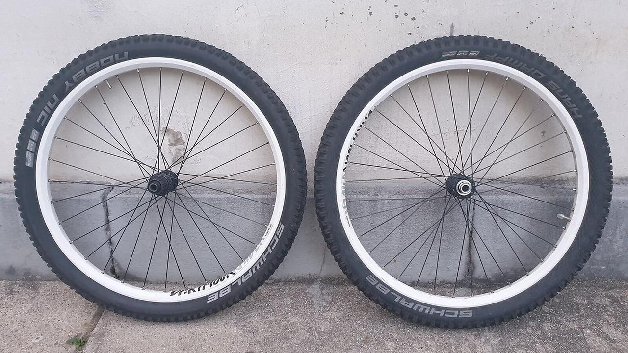 Saint 142x12 mm inkl. Reifen und Schläuchen