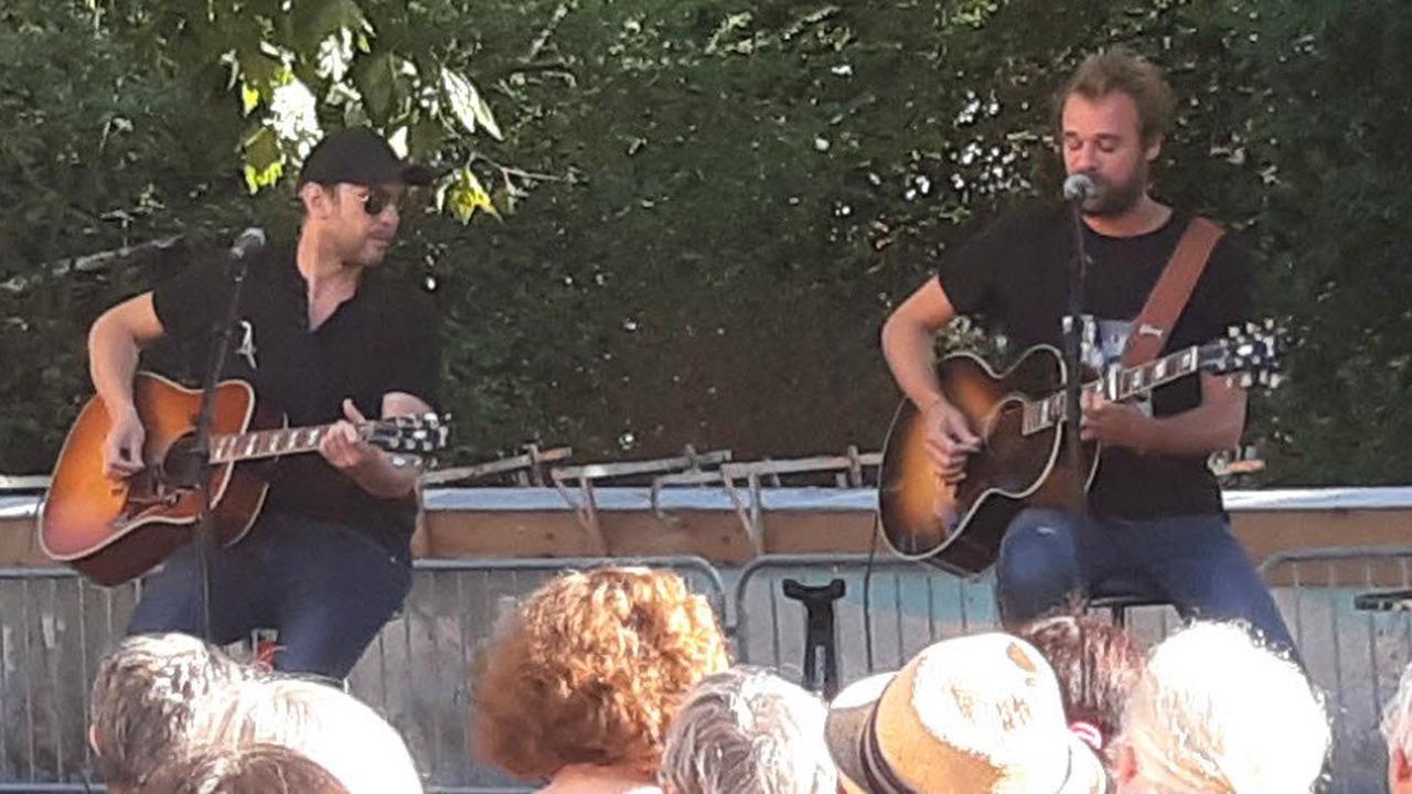 Un concert dans la cour de l'école