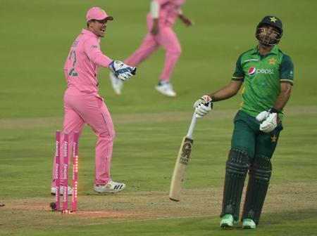 De Kock gets away from counterfeit handling charge after Zaman run out