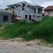 He destroyed the house he built for her because she was cheating | Businessman heartbroken.