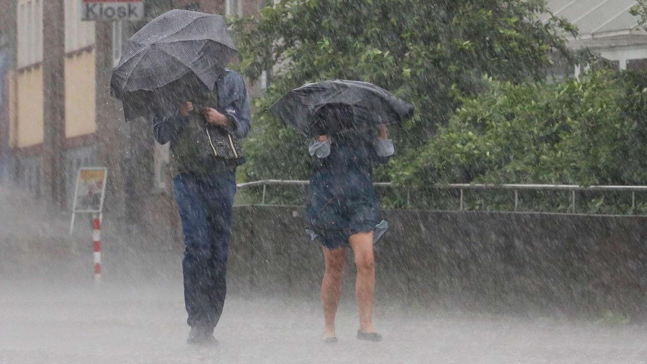 Überschwemmungen und Sturmschäden möglich: Wetterdienst warnt vor schweren Gewittern