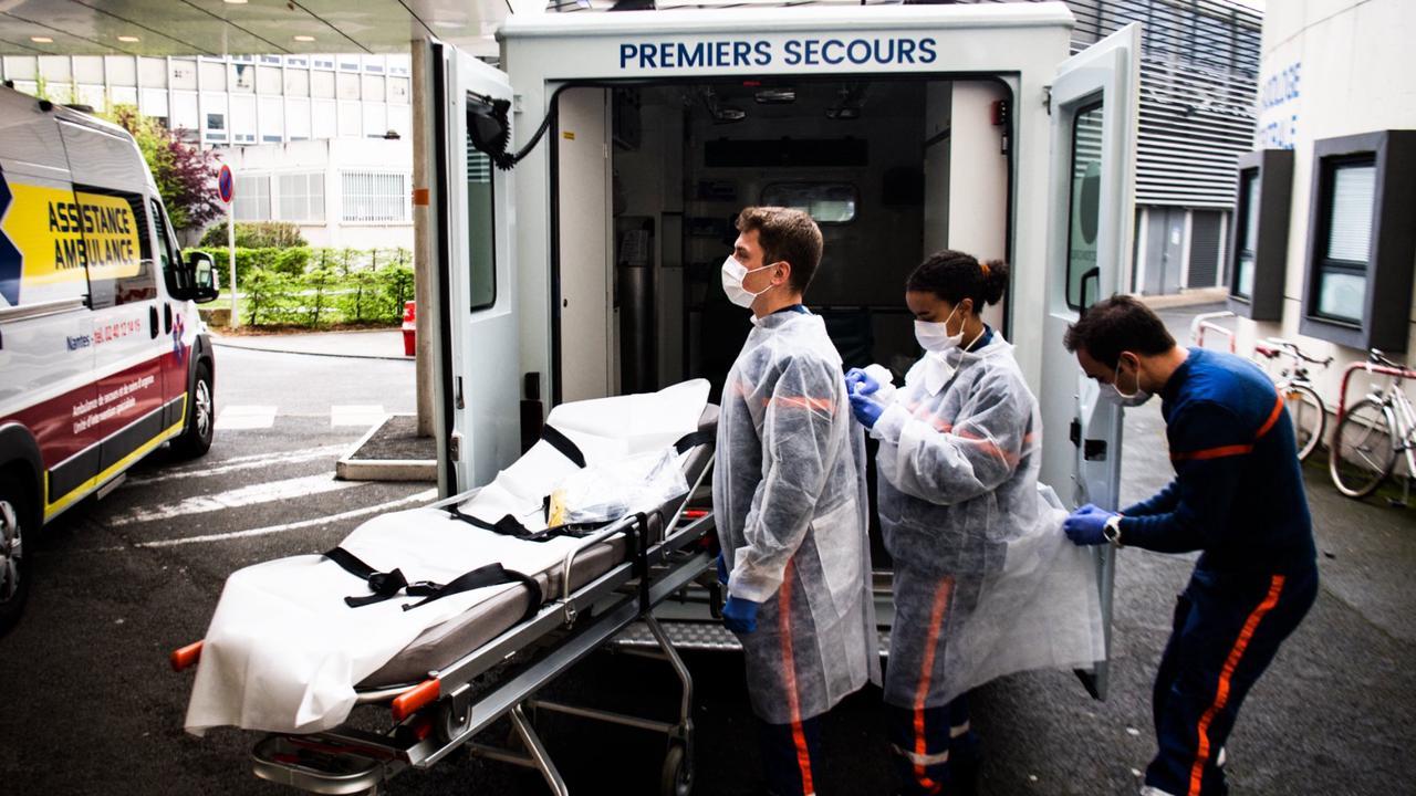 Covid-19: la lente décrue se poursuit à l'hôpital