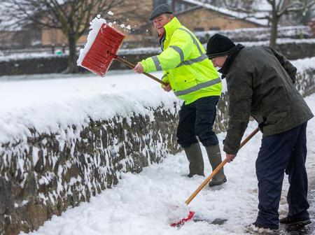 Heavy snow warnings issued throughout Britain as -6C freeze set to carry a huge disruption
