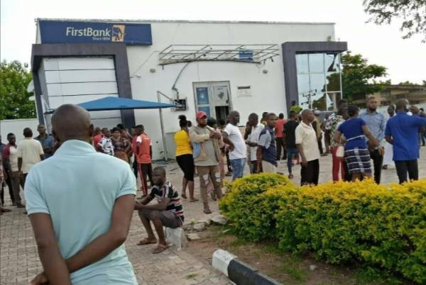 Police Men Killed As Armed robbers Attack First Bank and Police Station In Isanlu, Kogi State