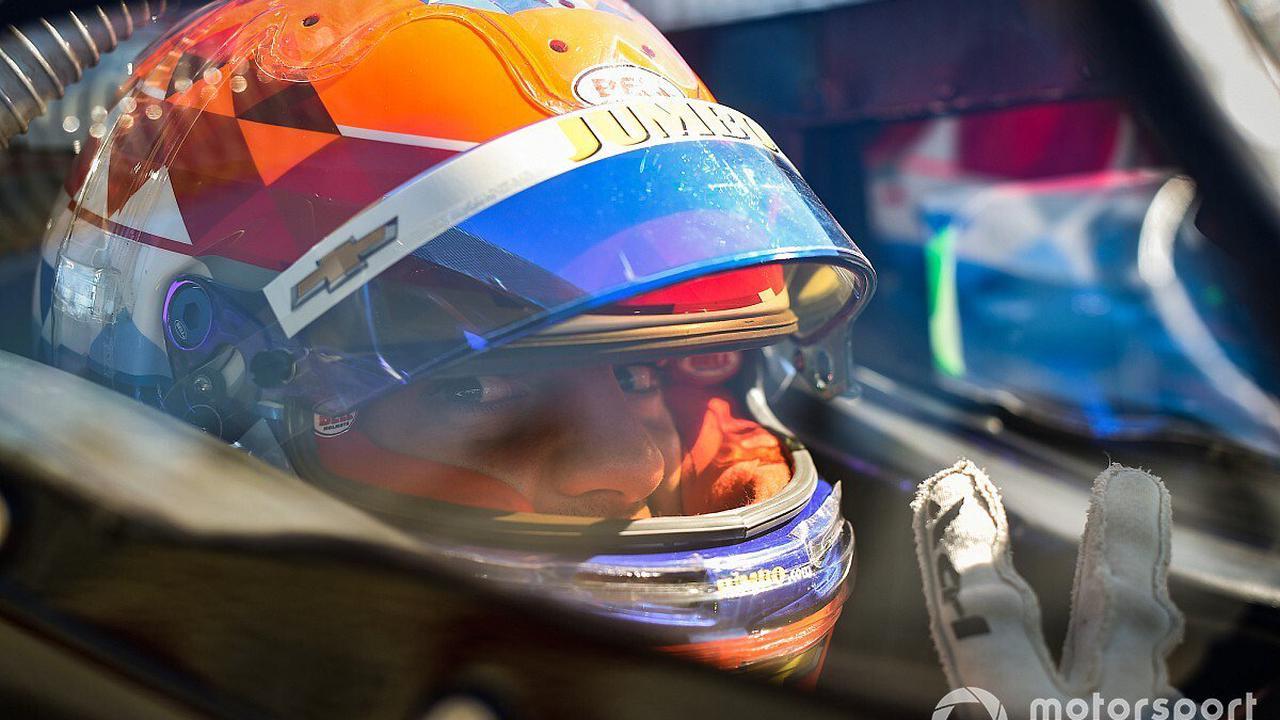 VeeKay breaks finger in Indy 500 test crash