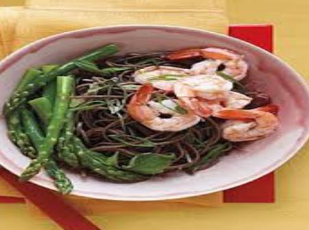 Steps and ingredients needed to prepare Soba salad with asparagus and prawns