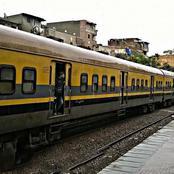 صورة تاريخية .. شاهد رئيس وزراء مصر الذى غلبه التعب فنام على رصيف محطة القطار بدون حراسة