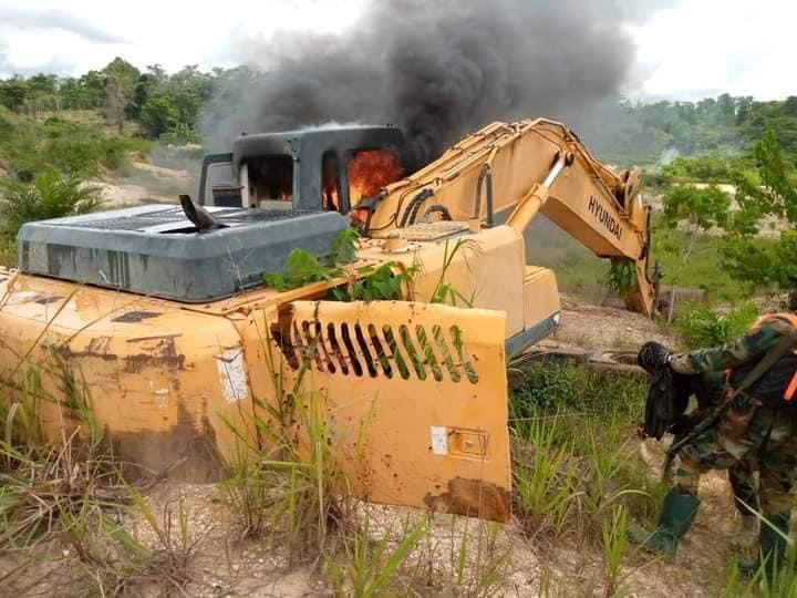 c839d1fdca6c42b19f7f8cf1f0ef1fbe?quality=uhq&resize=720 - Another Set Of Excavators And Changfangs Set Ablaze On Offin River - Photos