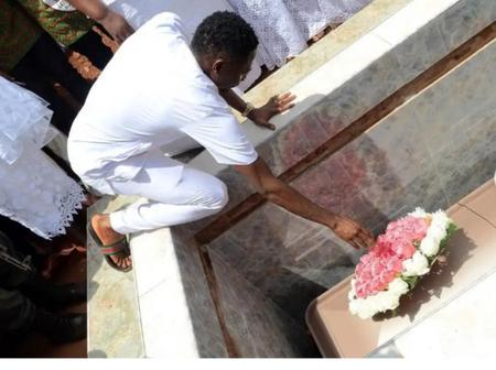 Saddened Musa Lays Wreath At Mother's Grave On Her 2nd Death Anniversary