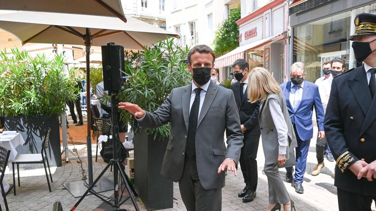 Mann attackiert Frankreichs Präsident Macron - Video zeigt Ohrfeige
