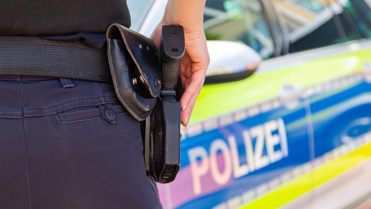 Leonberg: 19-Jähriger baut Unfall und flüchtet zu Fuß