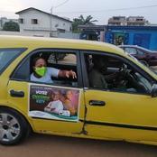 Une photo de Yasmina Ouegnin dans un taxi