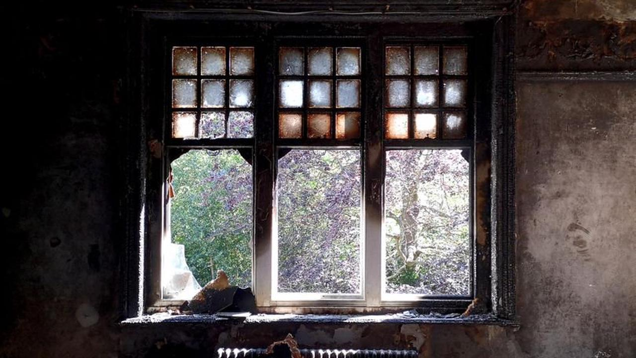 Inside creepy mansion covered with black mould which was abandoned 10 years ago