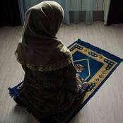 الإفتاء تجيب: هل يجوز صلاة المرأة في ملابس النوم أو بنطلون ؟ وحكم كشف اليدين والقدمين