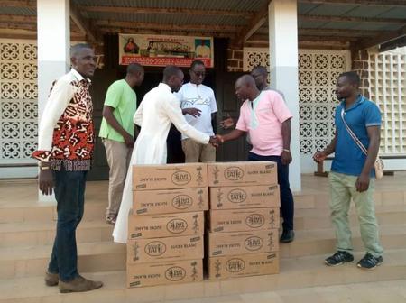 Vavoua : le maire Kalou Bonaventure offre du sucre aux chrétiens de sa cité