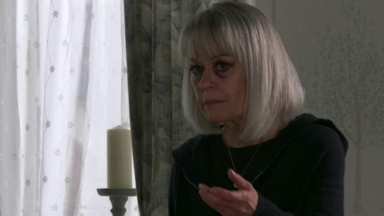Corrie fans delighted as Rita turns against niece Sharon and has her arrested