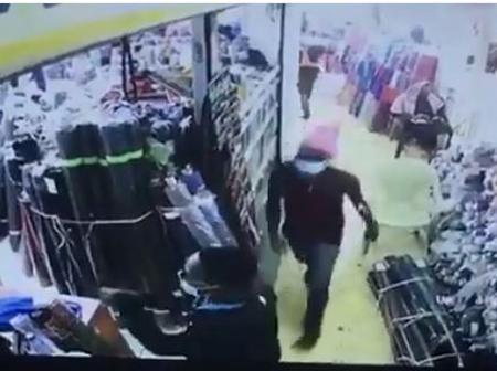 Video: Armed Thugs Stage A Daring Daylight Robbery In Eastleigh, Steals Valuables & Walk Out